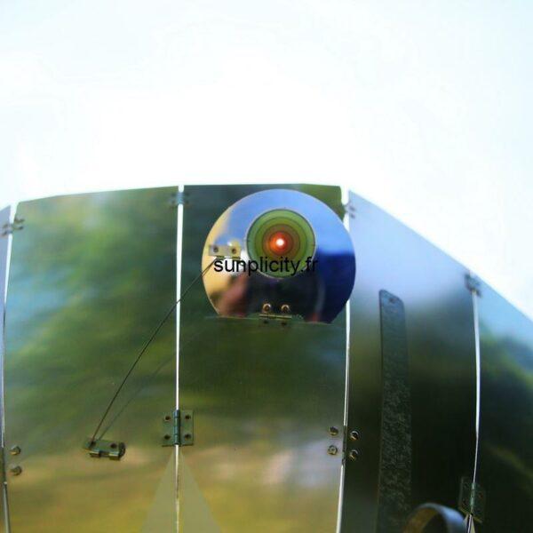 Le four solaire SUNplicity est équipé d'un viseur solaire permettant de l'orienter de façon optimum