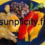 Assiette de poulet, champignons et poivrons